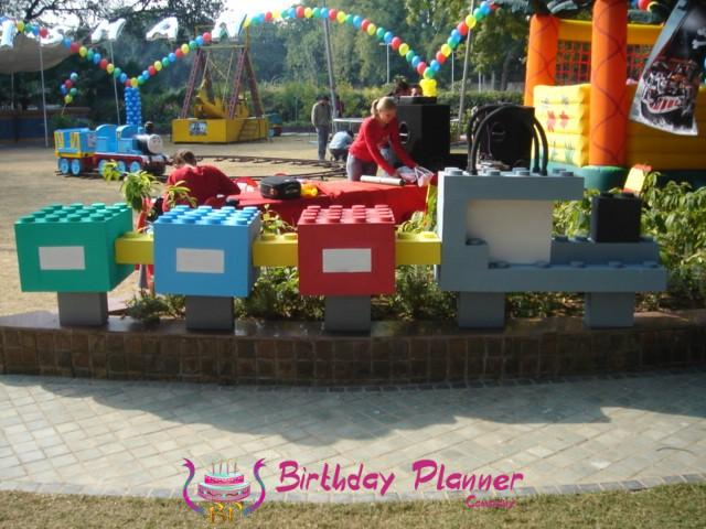 PARTY DECORATION WITH LEGO